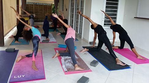 cours collectif yoga Martinique.jpg