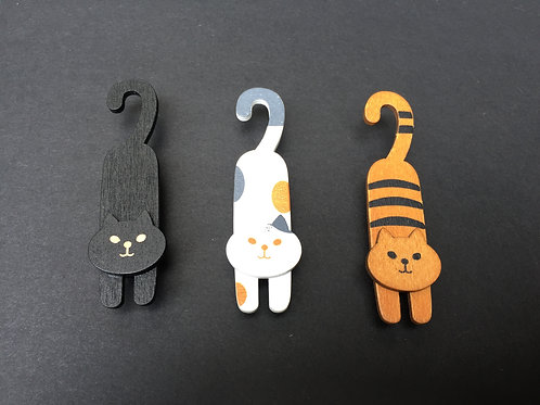 Wooden Lounging Cat Pegs