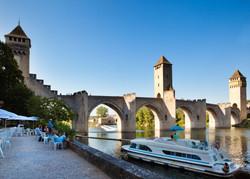 01_le_pont_valentre_a_cahors_lot_tourisme_-_p._soissons