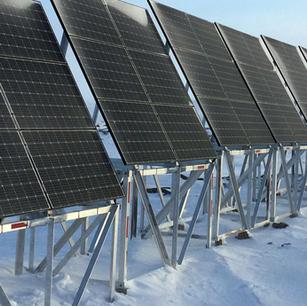 Les centrales solaires d'Hydro-Québec en chantier à La Prairie et Varennes