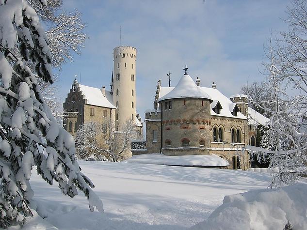 castle-liechtenstein-1158949_1200.png