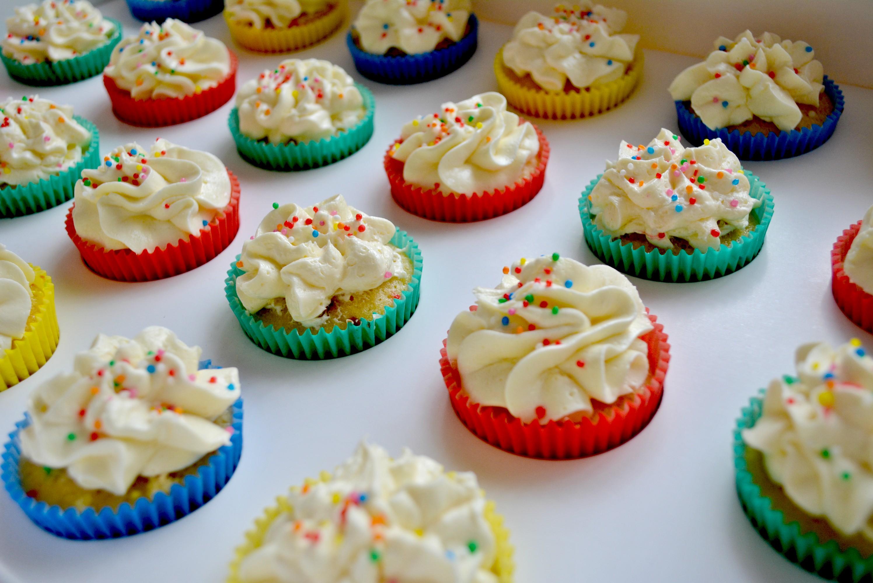 m&m pinata cupcakes