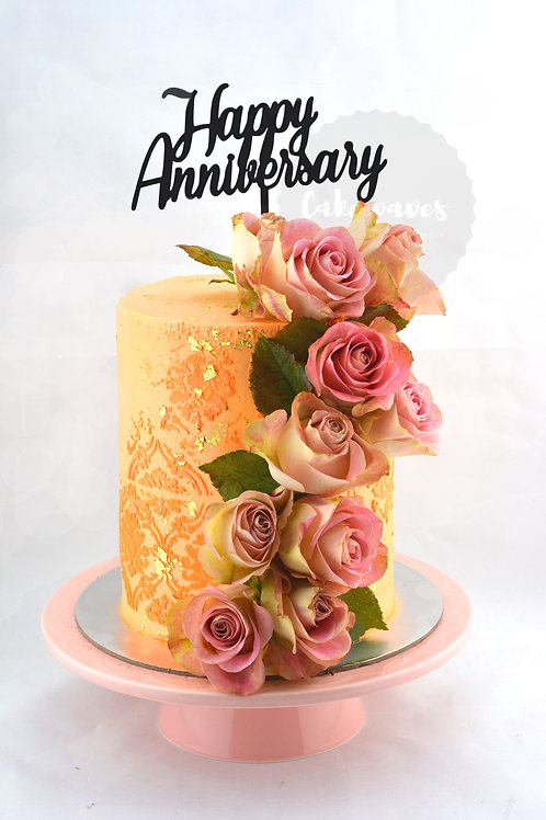 Tall Style Buttercream Cake With Flowers