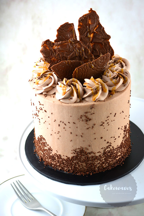 Chocolate Buttercream Cake With Caramel Drizzle