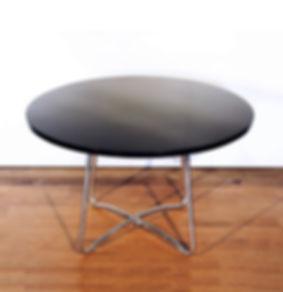 Tisch Amiguet.jpg