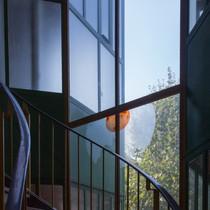 10. Hubertushuis. Innenansicht Treppe.jp