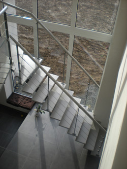 Escalier bois laqué et rampe métal  métal