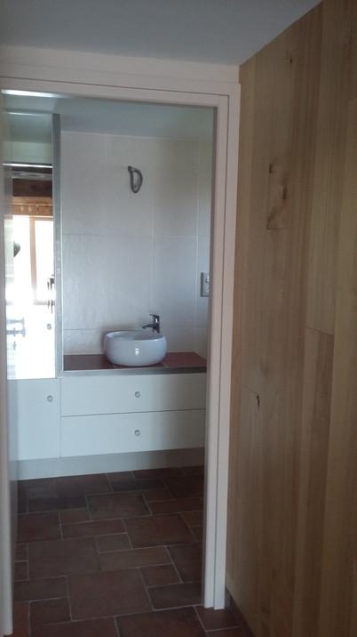 meuble sdb avec miroir et habillage inox