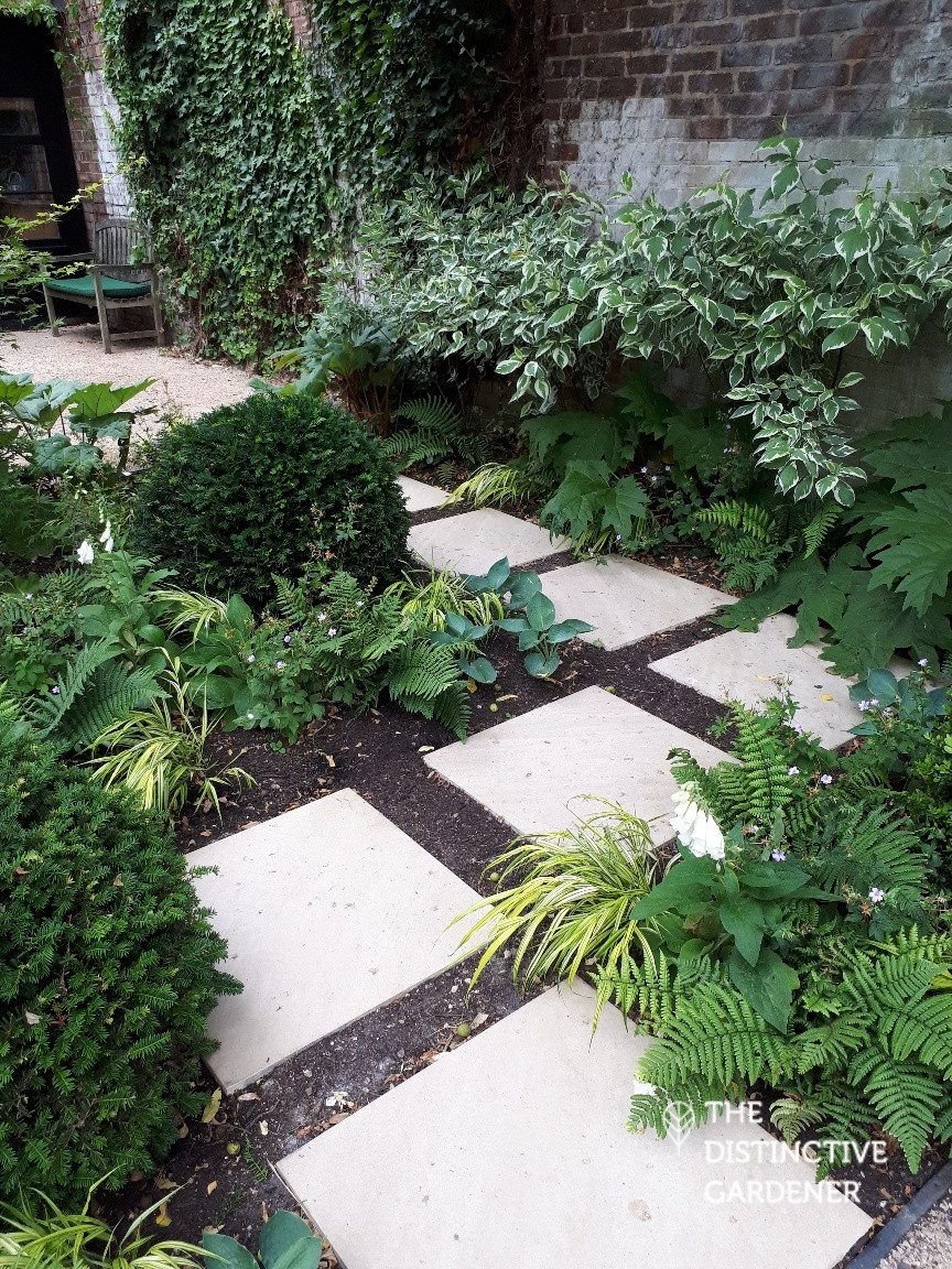 Large stepping stones in the garden