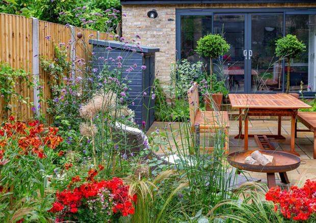 family-garden-firebowl-and-table-to-rear