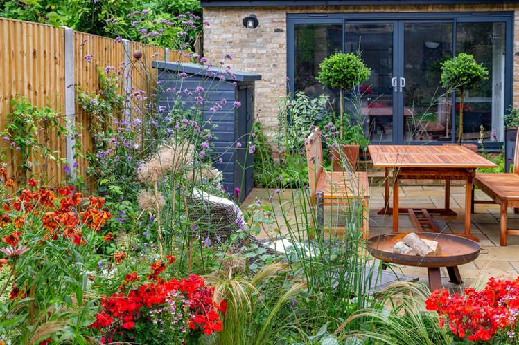 Family Garden Firebowl and table to Rear