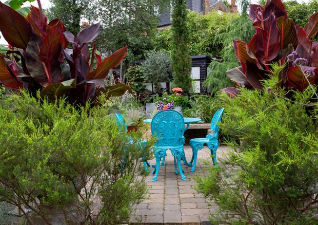 york-road-table-on-terrace-jpg