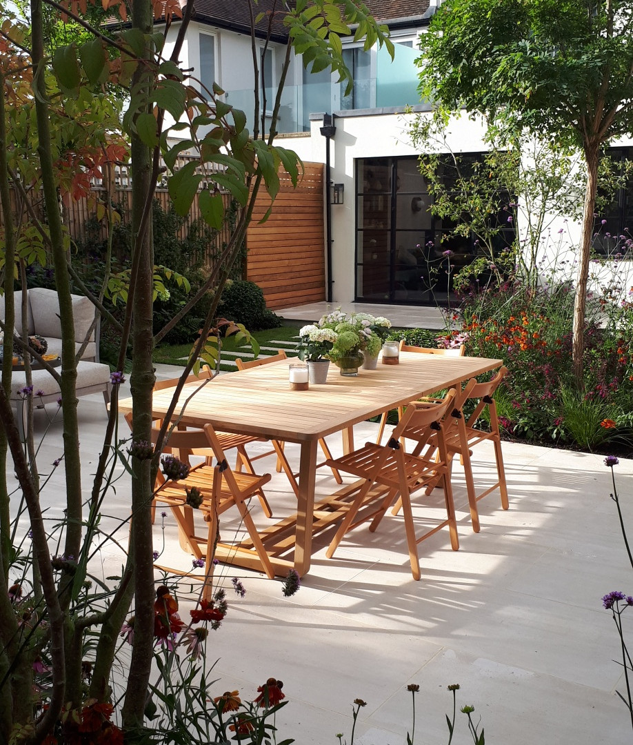 Large Family Garden with Outdoor Kitchen Unit and Garden Room