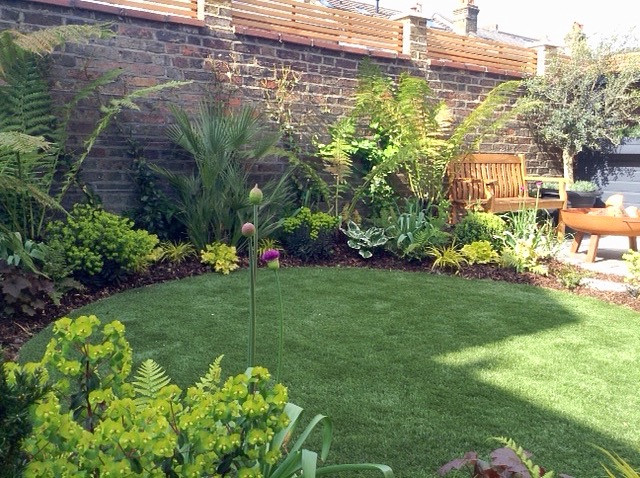 Stylish circular artificial lawn
