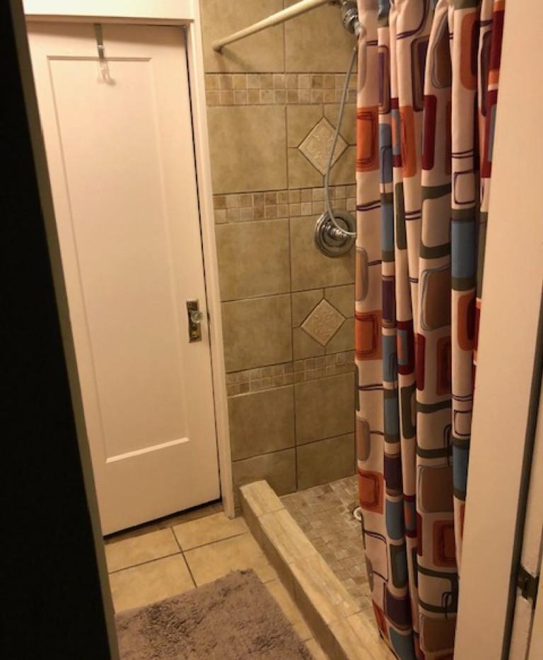 Shower Renner (Medium).JPG