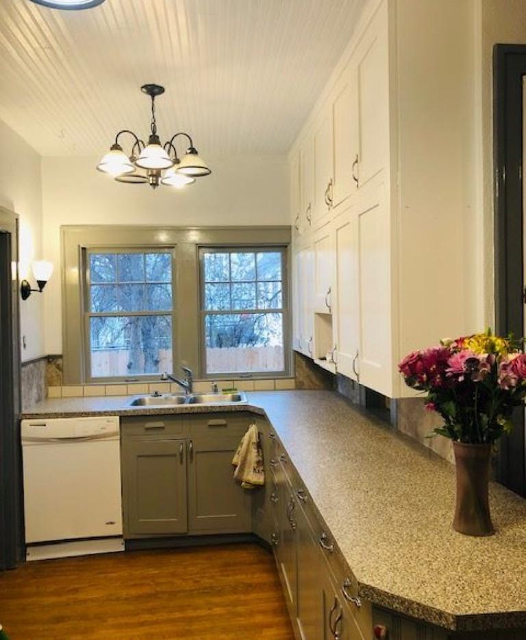 Kitchen Renner (Medium).jpg