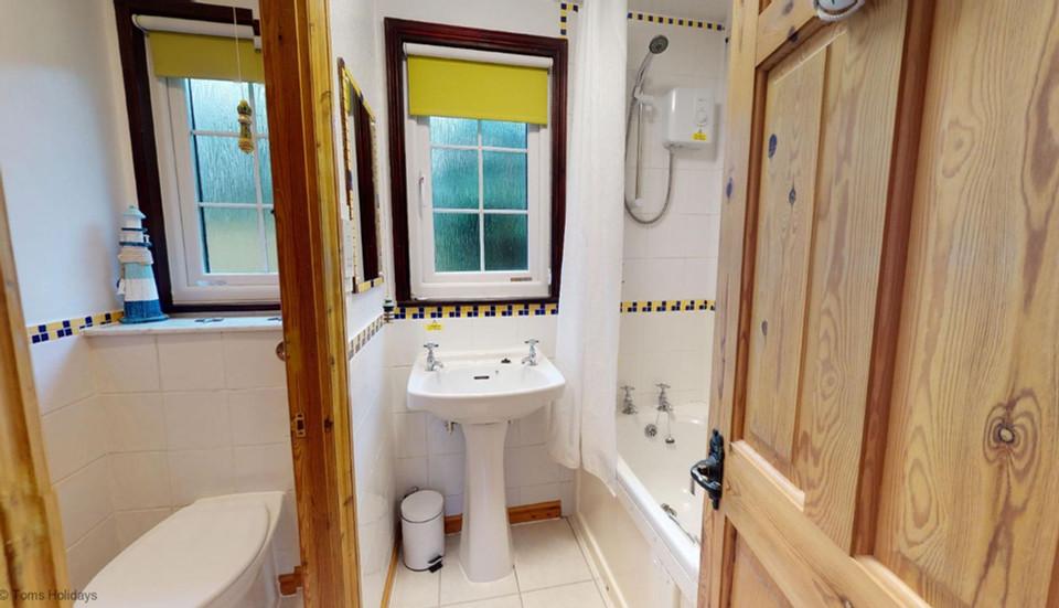 Treyarnon Lodge - Bathroom