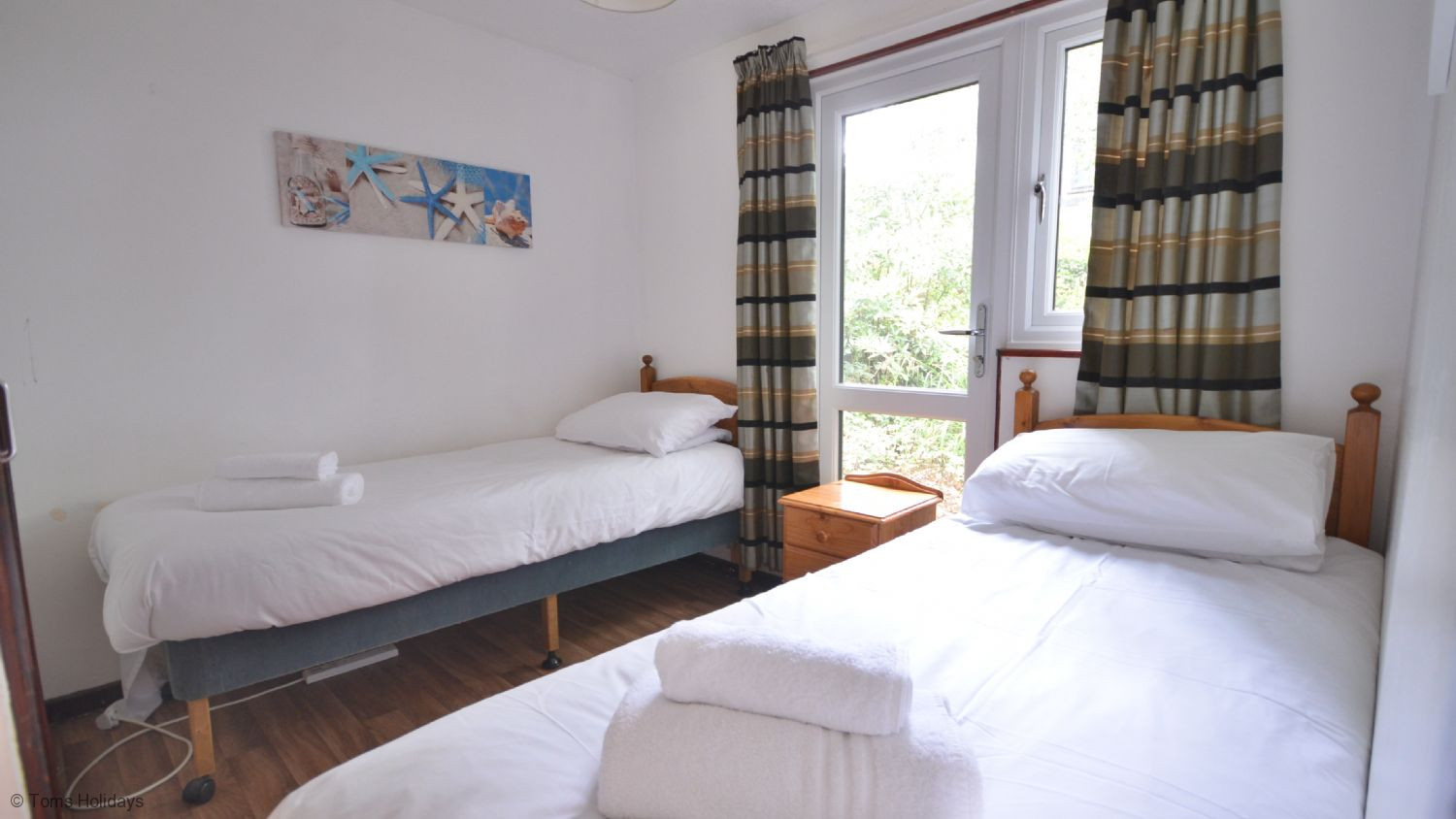 Kerrow Lodge - Downstairs Bedroom