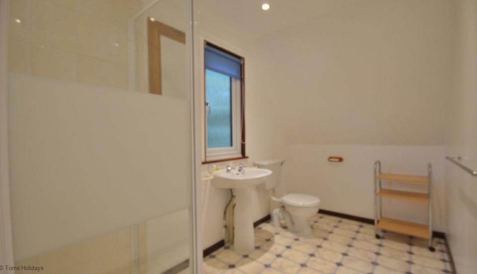 Kerrow Lodge - Upstairs Shower Room