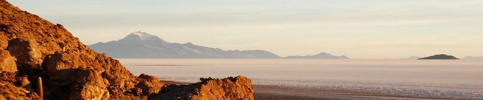 Salar de Uyuni volcanoes climbing trekking