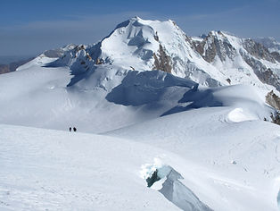 Chachacomani is a 6000m summit located in the middle of the cordillera real