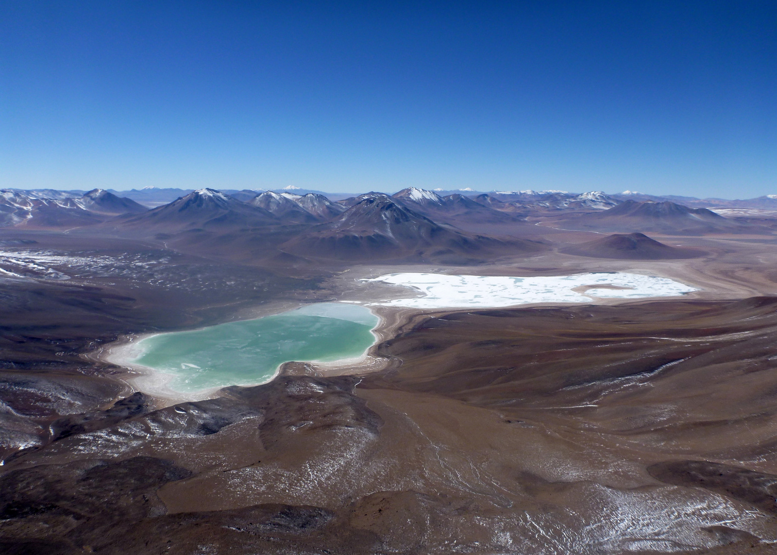 overview of laguna verde y blanca