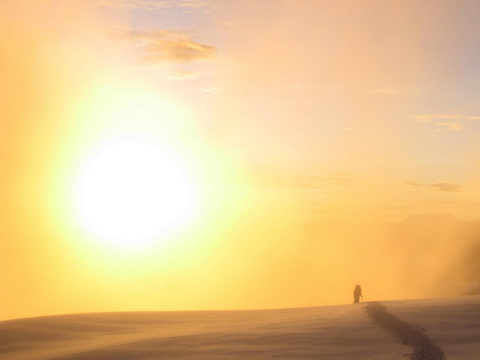 lever de soleil dans les brumes