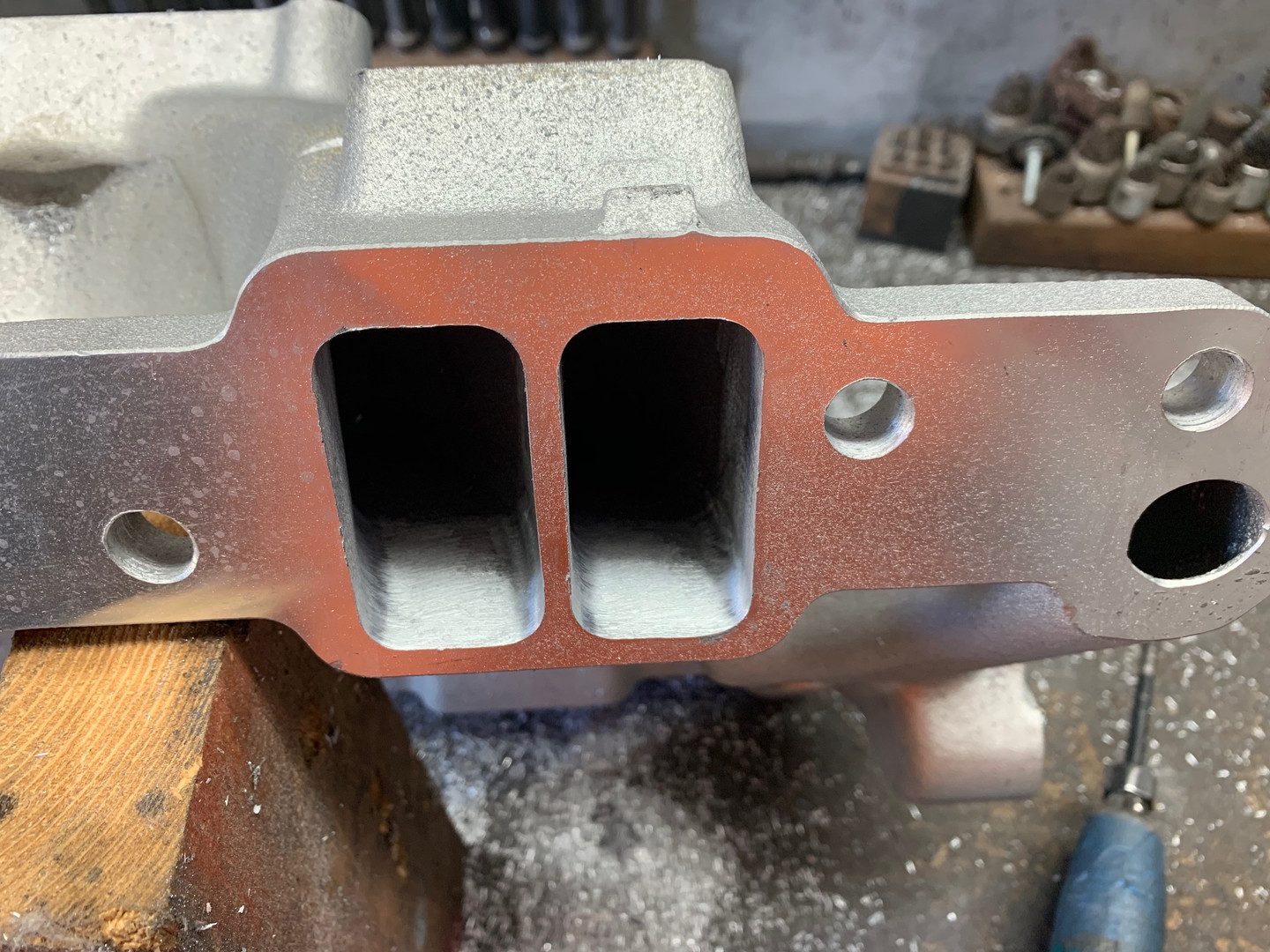 Edelbrock Victor Intake Manifold for a Pontiac 400 with fuel injection