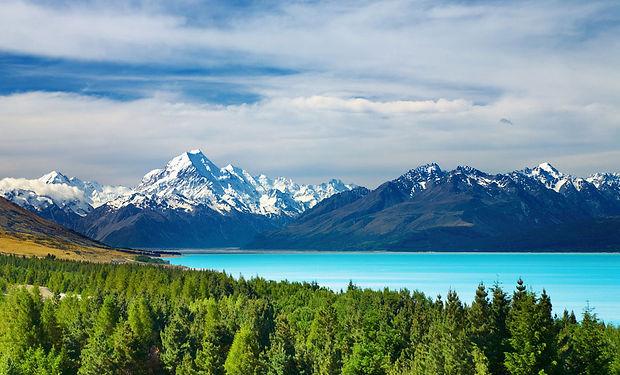 Mount-Cook-and-Pukaki-lake-New-Zealand.j