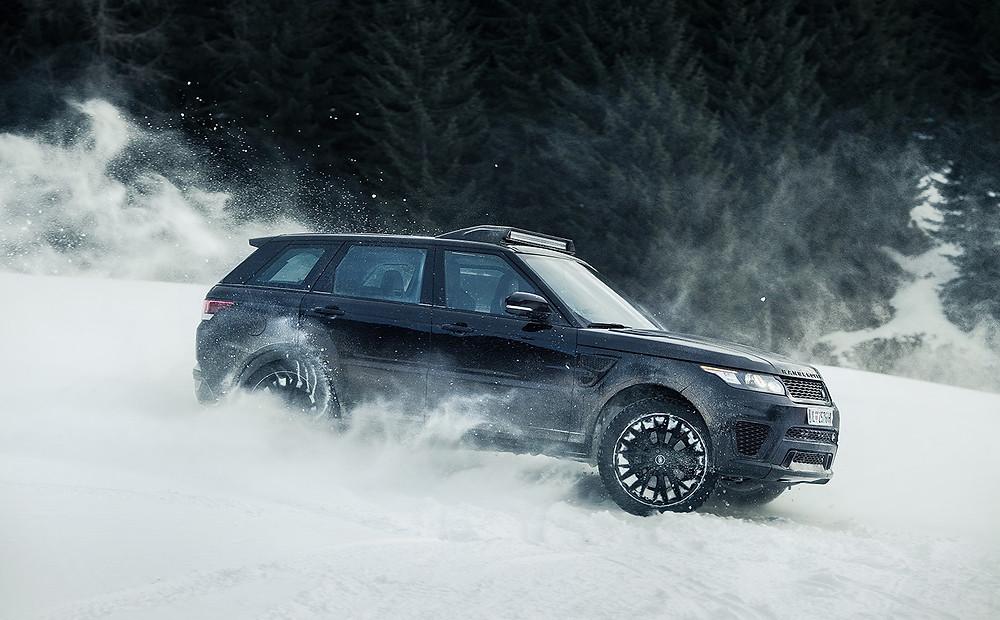Range Rover SVR en persecución en la nieve en la película James Bond 007 Spectre