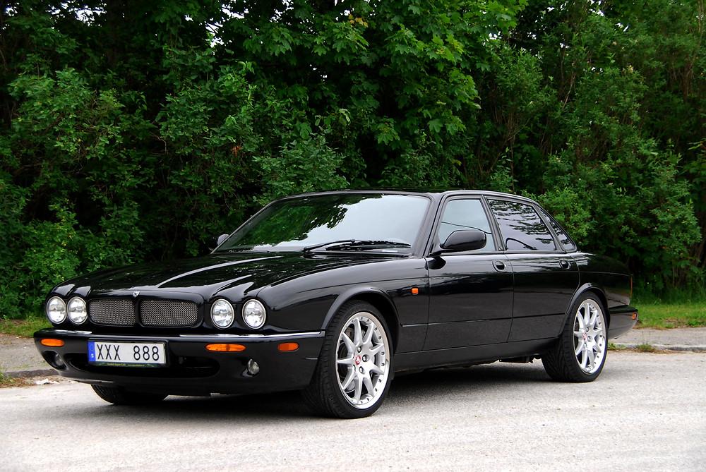 Jaguar XJR mostrado en la película de James Bond Casino Royale