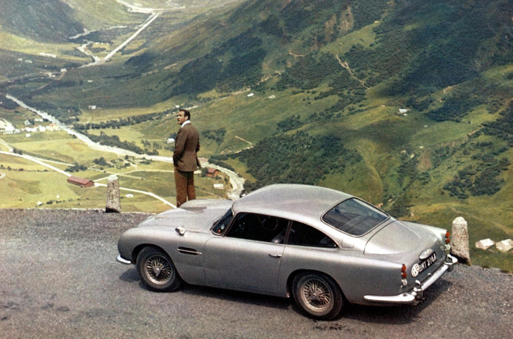 aston_martin_db5_james_bond
