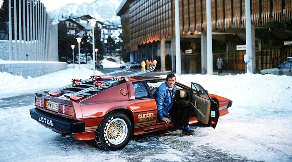 lotus_esprit_turbo_bond_roger_moore