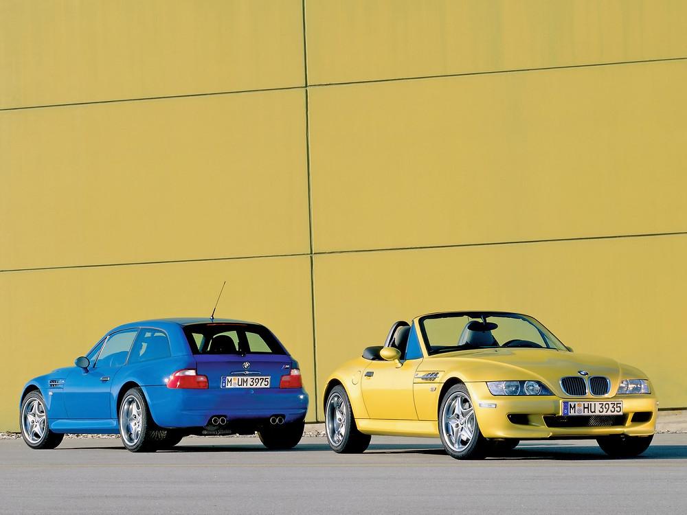 trasera de BMW Z3 M coupé azul y frontal de bmw m3 roadster amarillo