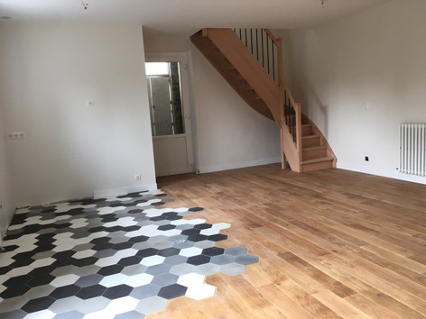 Home staging. Mélange du parquet et du carrelage