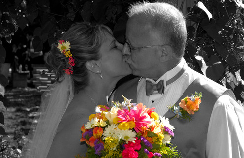 first kiss with bouquet