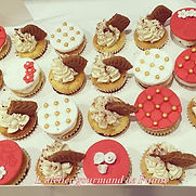Assortiments_cupcakes_decorés.jpg
