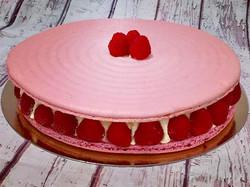 Macaron crème à la rose et ses framboise