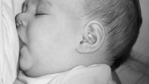 איך אדע האם התינוק שלי יונק היטב ומקבל מספיק חלב ?