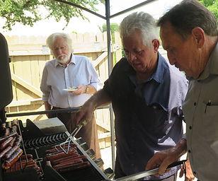 Eliah, Bruno, Bertram grill weiners.jpg