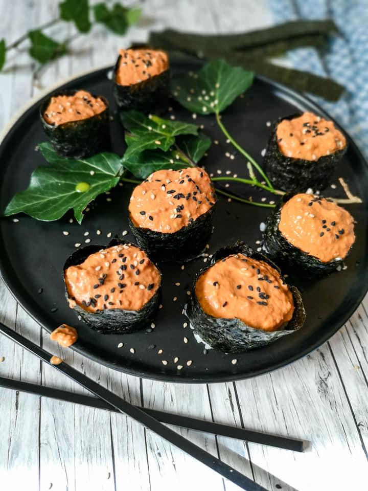 Makrelen-Paprika-Aufstrich mit Sushi-Reis und Nori-Blätter