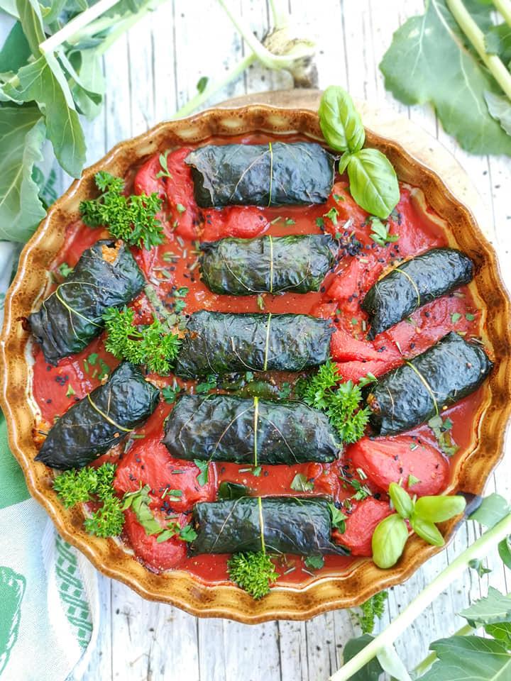 Kohlrabi-Rouladen mit Quinoa und Tomatensauce
