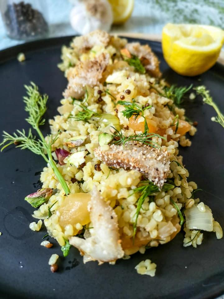 Aromatischer Couscous-Salat mit Koriander-Samen, Seelachs und Honigmelone