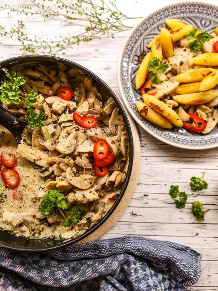 Einfache und schmackhafte Pilzpfanne mit Frischkäse und Schupfnudeln