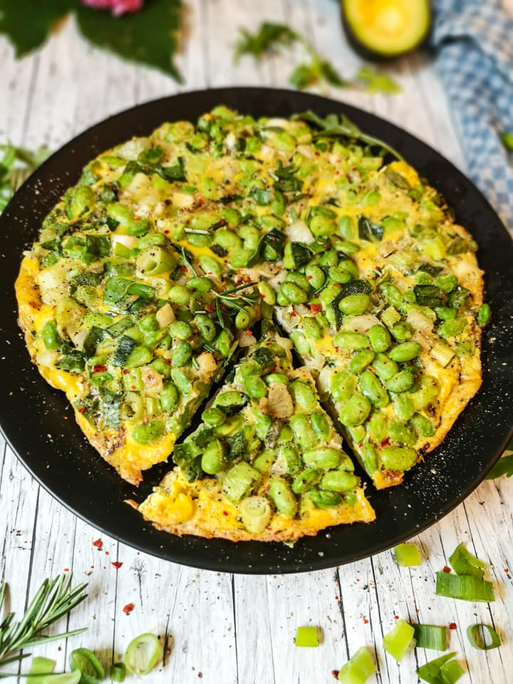 Omelette-Frittata mit Sojabohnen und Lauchzwiebeln