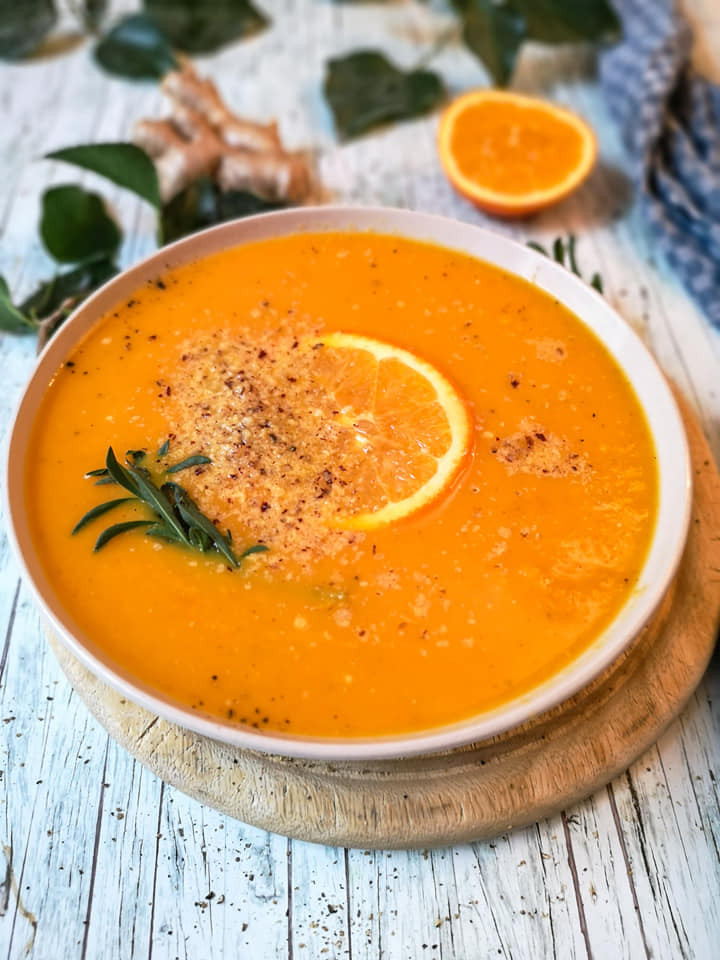 Karotten-Suppe mit Orange und Ingwer