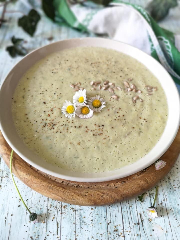 Einfache Gemüse-Suppe mit Mandelmus