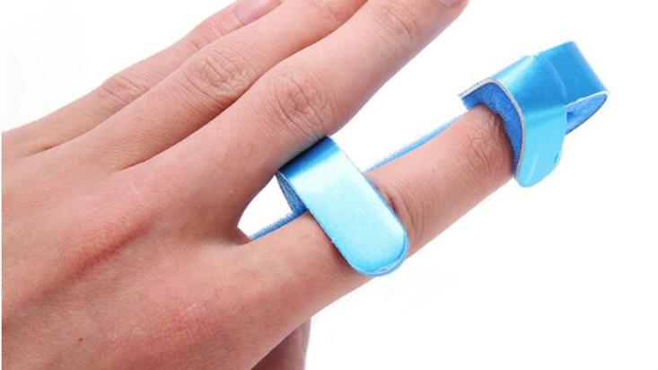 Soporte de espuma para la férula de dedos