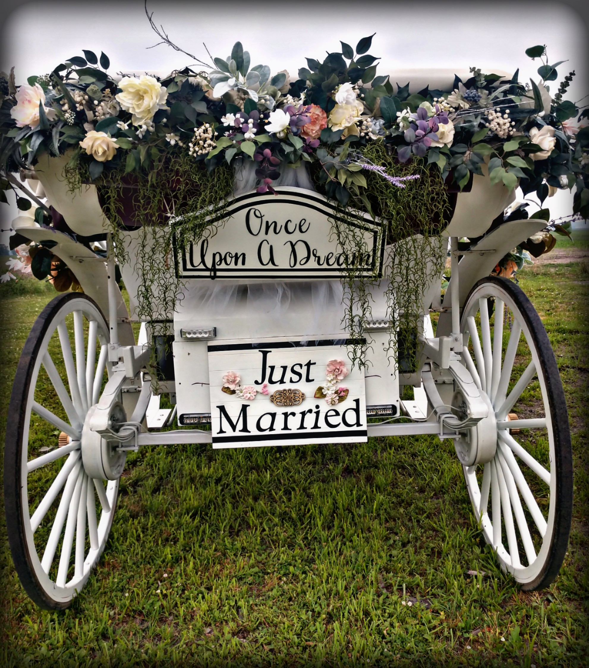 "Floral & ""Just Married"" carriagesign package"