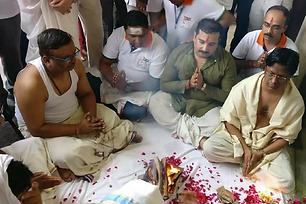 150 Men Took a Dip in Ganga to Rid Their 'Evil' Wives of 'Toxic Feminism'